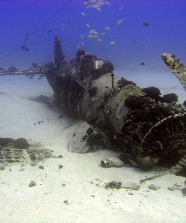 Wreck on the ocean floor