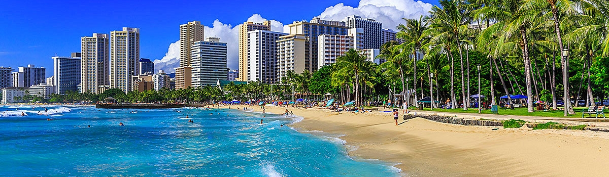 Blue waters of Waikiki Beach